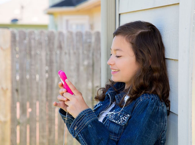 Tech Savvy Kids: How to Empower Your Child to Explore the Internet Safely