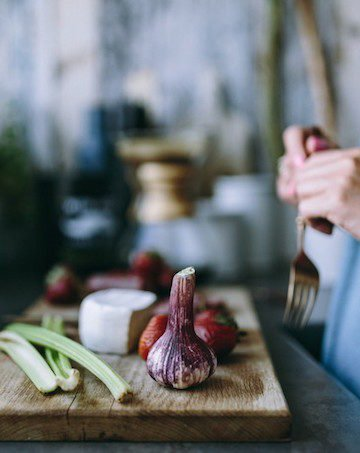 Garlic has been shown to boost the immune system, making it a great fighter of colds. A diet rich in garlic has shown to help lower the risk of nearly all types of cancer, possibly even helping to slow tumor growth.