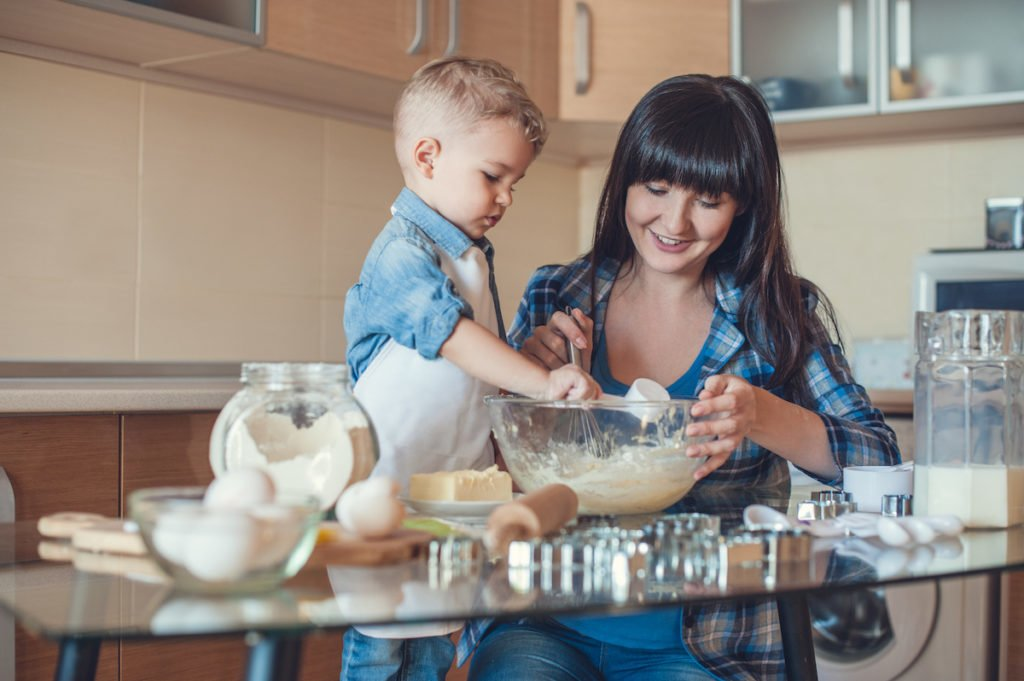 Mother and son baking together after setting expectations for behavior