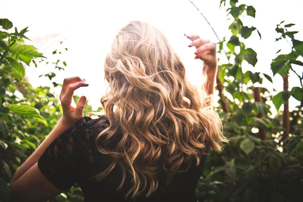 CharlieCurls heatless hair styling